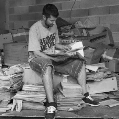 Le lecteur dans la poussière